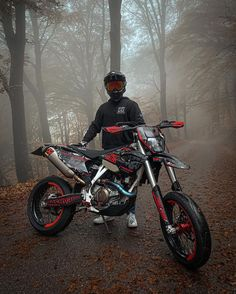 Moto Enduro, Enduro Motocross, Cool Dirt Bikes, Mx Bikes, Motocross Photography, Motocross Love, Motorcycle Luggage, Bike Pic, Dirt Biking