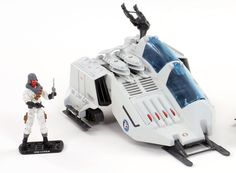 Image from http://generalsjoes.com/wp-content/uploads/2014/02/02_Snow_Wolf.jpg.