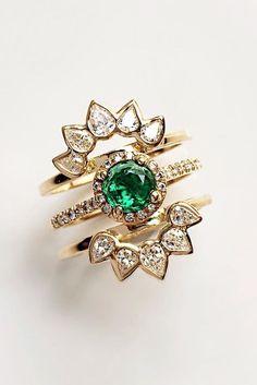 halo emerlad color engagement ring set 4