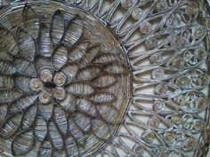 Uma linda pe�a decorativa para sua casa ou escrit�rio! Mandala feita de jornal com espelho e pintada com tinta PVA.