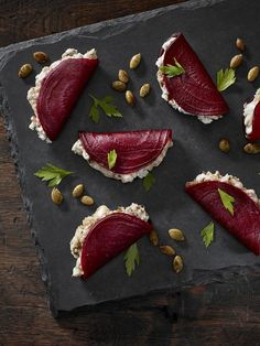 beetroot foldovers with blue cheese + dates + greek yogurt + pumpkin seeds delicious food Blue Beetroot Fold-Overs Appetisers, Food Design, Food Presentation, Appetizer Recipes, Party Recipes, Canapes Recipes, Skewer Appetizers, Juice Recipes, Food Inspiration