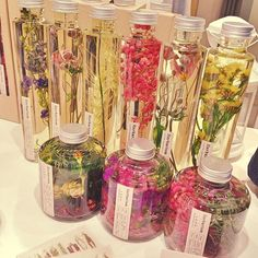 すごくインスタ映えする♡植物をボトルに閉じ込めた「ハーバリウム」がおしゃれすぎ…! | GIRLY Flower Bottle, Gel Candles, Candle Diffuser, Sensory Bottles, Diy Scrub, Mini Bottles, Life Design, Dried Flowers, Creations