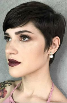 6 Ways To Get A Pixie Haircut No Matter Your Face Shape. It's common to think you don't have the right face shape to pull off a pixie cut. This guide will show you the opposite. You just have to know what works best for you. Pixie Haircut For Round Faces, Pixie Cut Round Face, Haircut For Face Shape, Long Face Haircuts, Longer Pixie Haircut, Face Shape Hairstyles, Bob Hairstyles For Fine Hair, Mom Hairstyles, Modern Haircuts