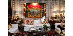 Antonio Neves da Rocha é decorador de interiores, ele é colecionador e sobretudo cria, concebe, idealiza festas indescritíveis e inacreditáveis. Tapestry, Furniture, Home Decor, Topcoat, Rock, Decorating Ideas, Fiestas, Interiors, Hanging Tapestry