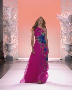 Badgley Mischka Look Spring Summer 2020 Collection Stylish Dress Designs, Stylish Dresses, Elegant Dresses, Beautiful Dresses, Couture Fashion, Runway Fashion, Fashion Show, Hijab Evening Dress, Evening Dresses