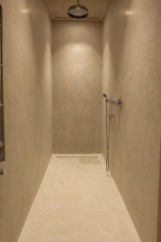 douche in mortex - www.atelier27.be Concrete Bathroom, Bathroom Spa, Bathroom Lighting, Dark Bathrooms, Beautiful Bathrooms, Bad Inspiration, Bathroom Inspiration, Toilet Room, Tadelakt