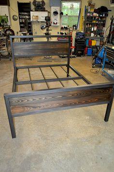 New metal furniture industrial bed frames ideas Cama Industrial, Industrial Bed Frame, Industrial Design Furniture, Rustic Furniture, Furniture Design, Furniture Ideas, Kitchen Industrial, Industrial Living, Industrial Bedroom