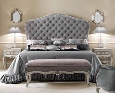 Nightstands, side tables, cabinets or chairs are some of the luxury bedroom furniture tips that you can find. Every detail matters when we are decorating our master bedroom, right? Luxury Bedroom Furniture, Room Furniture Design, Luxury Bedroom Design, Bedroom Bed Design, Bed Furniture, Bedroom Sets, Bedroom Decor, Master Bedroom, Modular Furniture