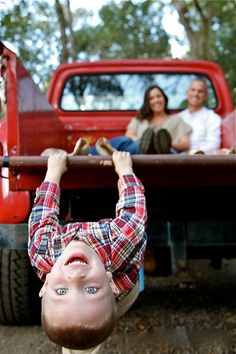 Tallahassee Florida Family photography | Beautiful Photography | Children photography | Old Red Truck | Country charm
