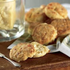The perfect side dish for barbeque, this cream biscuits recipe from Cabot will leave your mouth watering. Easy to make with only 5 ingredients! Cream Biscuits, Cheddar Biscuits, Cheddar Cheese, Cabot Cheese, Buttery Biscuits, Cheese Biscuits, Goat Cheese, Bread Recipes, Baking Recipes