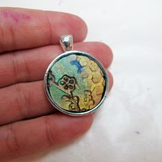 Resin pendant ideas - Mixed media resin project - Resin Obsession Silver Jewelry Box, Charm Jewelry, Silver Ring, Silver Earrings, Jewelry Rings, Earrings Uk, Silver Bracelets, Diy Jewelry Tutorials, Jewelry Crafts