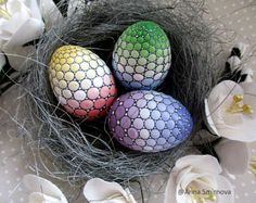 A little nest with three little eggs: Harmony Love Success . Yule Crafts, Egg Crafts, Easter Crafts, Dot Art Painting, Stone Painting, Ostern Wallpaper, Egg Designs, Mandala Dots, Coloring Easter Eggs