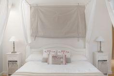 Baldachin room - Villa la Table Longue, Sablet, Provence (photo: Bubblerock)