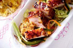 Unser beliebtes Rezept für Gerösteter Schweinebauch mit Gemüsesalat und mehr als 55.000 weitere kostenlose Rezepte auf LECKER.de.