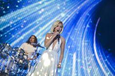 Russia: Polina Gagarina bright in white at second rehearsal