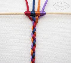 How to make four strand round braid photo tutorial. Trenza redonda de 4 cabos. Tutorial con fotos.