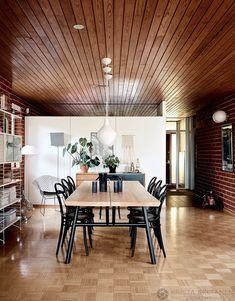Home Tour: uma casa duplex ensolarada Kitchen Dining, Dining Table, House Tours, Mid-century Modern, New Homes, Mid Century, Koti, Furniture, Home Decor
