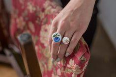 PORCJA. Biżuteria z talerzy. Nowe życie kawałków porcelany.
