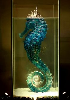 Beautiful sculpture by Hu Shaoming on Jue So ‎#Art ‎#Design ‎#Seahorse ‎#Craft