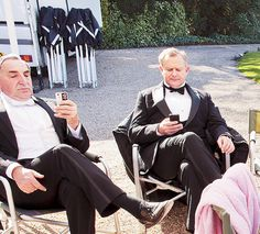 Behind the scenes of Downton Abbey: Hugh Bonneville (Robert, Earl of Grantham) and Jim Carter (butler Charles Carson) on their phones. Downton Abbey, Movies Showing, Movies And Tv Shows, Hugh Bonneville, Dowager Countess, Fashion Mode, Mode Vintage, Period Dramas, Best Tv