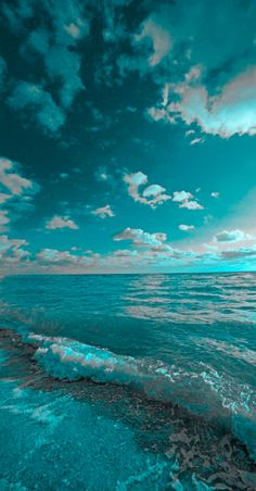 Beautiful turquoise oceanscape • photo/art: Isack Kousnsky Studio