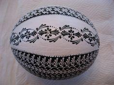 kraslice Egg Crafts, Diy And Crafts, Arts And Crafts, Ukrainian Easter Eggs, Ukrainian Art, Carved Eggs, Egg Art, Shell Art, Egg Decorating