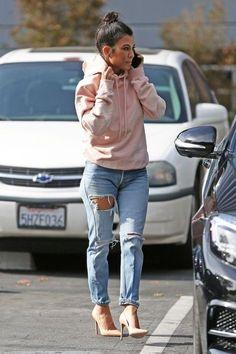 Look de Kourtney Kardashian in #SemanaKardashian/Jenner 10 Looks de Kourtney Kardashian *Clique para ver post completo*