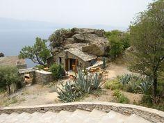 Restaurant à Nonza en Corse Tour Around The World, Around The Worlds, Beautiful Buildings, Beautiful Places, Corsica Travel, Cap Corse, Holiday Places, Unusual Homes, Photos Voyages