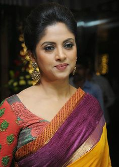 Nadhiya is an Indian film actress, who has mainly appeared in Tamil films. Find the Biography and real name of Nadhiya Simran Actress, Bhojpuri Actress, South Actress, Indian Film Actress, South Indian Actress, Indian Actresses, Anushka Shetty Saree, Silk Smitha, Kim Kardashian Show