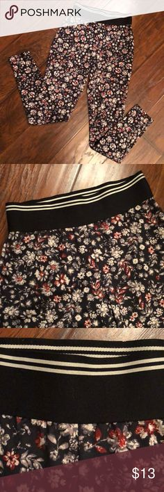 Abercrombie and Fitch leggings Beautiful flower pattern on Abercrombie and Fitch leggings. Comfortable thick black elastic waistband. Size XS , in great condition. Abercrombie & Fitch Pants Leggings