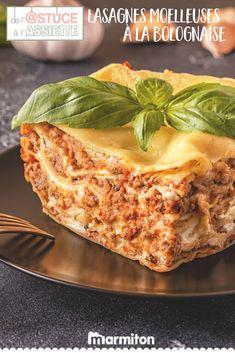 Retrouvez toutes les astuces de Marmiton pour réussir à coup sûr votre recette de lasagnes à la bolognaise - vu sur TF1, dans « De l'astuce à l'assiette » #recettemarmiton #marmiton #recette #recettefacile #recetterapide #faitmaison #cuisine #ideesrecettes #inspiration #astuceassiette #astucescuisine #astuces #conseils #tf1 #pates #lasagnes #bolognaise