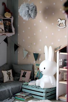 vivi&oli's reading corner...with a big miffy lamp <3...