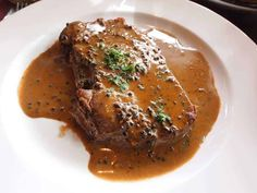 Learn how to prepare an excellent pepper sauce in two stages three mo . Steak Au Poivre, Au Poivre Sauce, Poutine Recipe, Sauces, Marinade Sauce, T Bone Steak, Bbq Grill, Barbecue, Steak Recipes