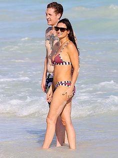Demi Moore Dating Sean Friday: Forget Ashton Kutcher!!!! lol!!.. Get it girl!!!