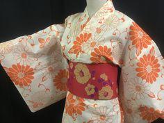 浴衣 YUKATA JAPONAIS - ORANGE 1421  Ce petit côté rétro nous a fait craquer ! (^^)