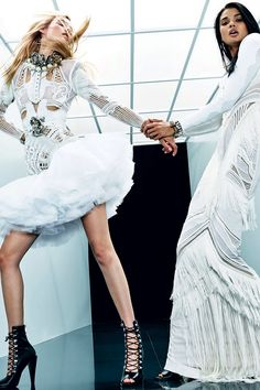 See all the Collection photos from Balmain Spring/Summer 2018 Resort now on British Vogue Style Couture, Couture Fashion, Runway Fashion, Boho Fashion, Fashion Design, 2000s Fashion, Fashion 2018, Fashion Week, Fashion Hacks