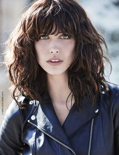 New Hair Wavy Lob Highlights Ideas Brown Wavy Hair, Long Curly Hair, Dark Hair, Curly Hair Styles, Hairstyles With Bangs, Trendy Hairstyles, Pelo Cafe, Haircut And Color, Layered Hair