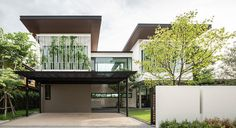A House in Bangkok That Embraces Greenery and a Love of Nature - Design Milk Minimal House Design, Minimal Home, Beautiful Architecture, Architecture Design, Modern Fence Design, Contemporary Design, Backyard Canopy, Patio Interior, Facade House