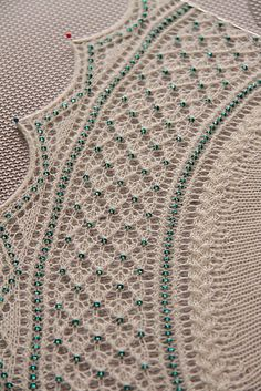 Ravelry: GrittyKnits Everdeen - 1200 glass beads add the contrast color.  Beautiful!