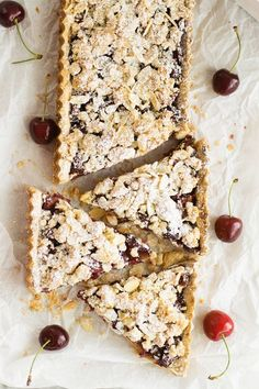 Quick cherry tart with almonds - cinnamon biscuit and apple tart - Quick and easy recipe for a delicious cherry tart with almonds. Tastes great and can be prepared ve - Quiches, Cinnamon Biscuits, Pecan Pie Cheesecake, Just Bake, Cherry Tart, Gorgeous Cakes, Vegan Breakfast Recipes, Cake Creations, No Cook Meals