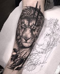 blackwork lion tattoo halfsleeve by @brunosantostattoo