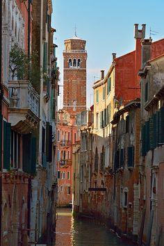 Venice : Rio de San Polo / Torre Basilica dei Frari
