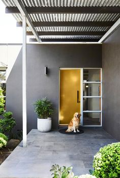 Modernist style home revamp in bayside Melbourne - Yellow front door. Australian Homes, Paint Colors For Home, Mid Century House, House Exterior, Mid Century Exterior, Contemporary Front Doors, Suburban House, Yellow Front Doors, Exterior Paint Colors For House