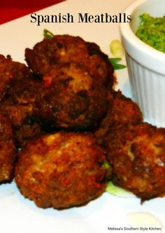 Fluted with piquillos and chorizo - Clean Eating Snacks Meatball Recipes, Meat Recipes, Mexican Food Recipes, Cooking Recipes, Spanish Food Recipes, Meatball Sauce, Yummy Recipes, Meat Appetizers, Appetizer Recipes
