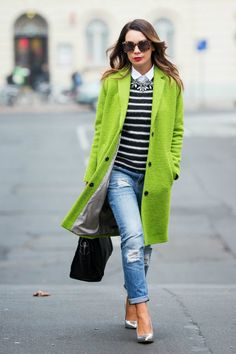 To create an outfit for lunch with friends at the weekend go for a green coat and blue distressed boyfriend jeans. Dress up this look with silver leather pumps. Chanel Outfit, Jeans Boyfriend, Fall Outfits, Casual Outfits, Cute Outfits, Outfits 2016, Outfit Winter, Work Outfits, Beautiful Outfits