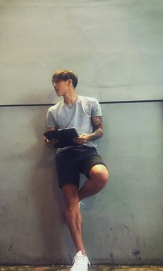 Christian Yu Look at those legs. Cute Asian Guys, Cute Korean, Korean Men, Asian Boys, Cute Guys, Christian Yu, Ulzzang Boy, Fine Men, Attractive Men