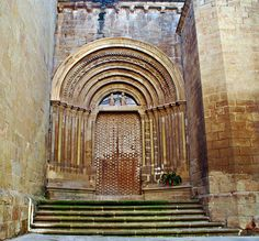 Puerta Romanica de la Iglesia de Santa Maria de Agramunt |