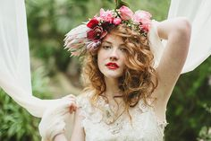 BOTANICAL INSPIRATION BY JESS PETRIE Photography by Magnolia Rouge. Dresses by Claire Pettibone couture.