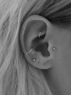 Details 🌠 Tragus piercing, rook piercing, conch piercing Related Blue OPAL Stud Barbell End /Cartilage Piercing - Custom Jewelry IdeasBlack and gray tattoos industrial barbell unique, . Medusa Piercing, Tragus Piercings, Faux Rook Piercing, Piercing Nostril, Rook Piercing Jewelry, Ear Piercings Chart, Different Ear Piercings, Pretty Ear Piercings, Ear Piercings