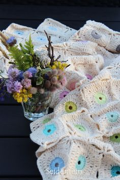 seidenfeins Dekoblog: Anleitung : Sandblumen - Grannydecke nähfrei * DIY * Grannyblanket without sewing